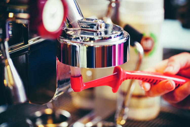 cisteni pakoveho kavovaru kartackem