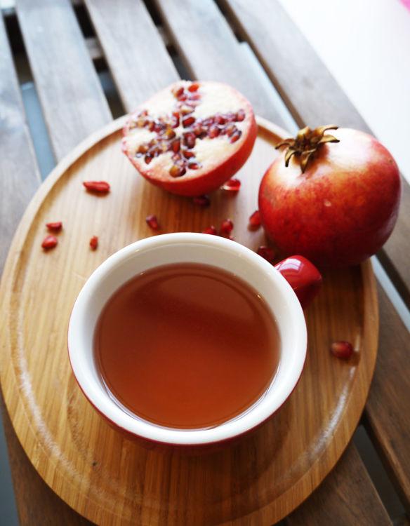 pripraveny caj goji a granatove jablko