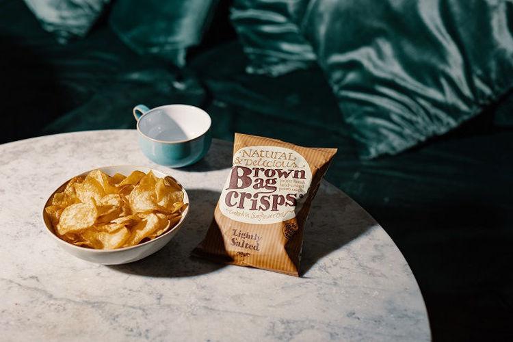 servirovani jemne slanych chipsu